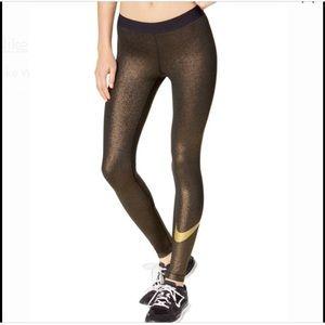 Nike gold metallic workout leggings😍